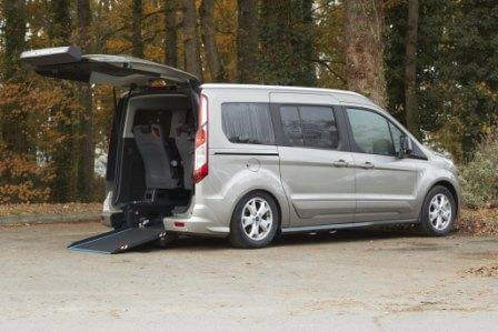 Ford Grand Tourneo Connect fauteuil roulant TPMR