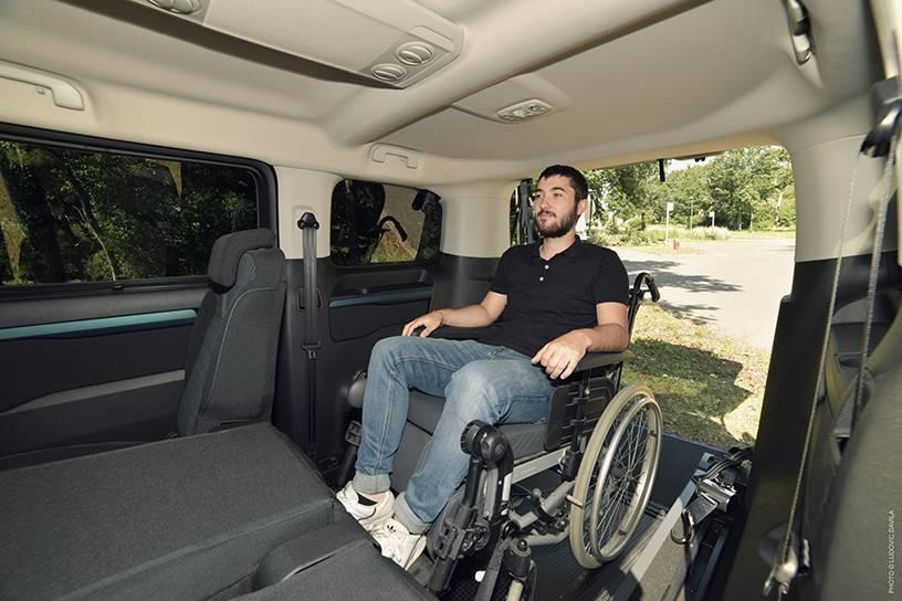 démonstration véhicule pour fauteuil roulant